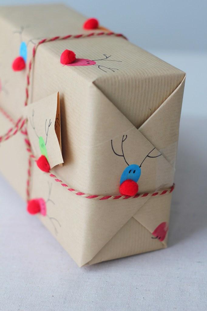 упаковка подарка рождественские олени