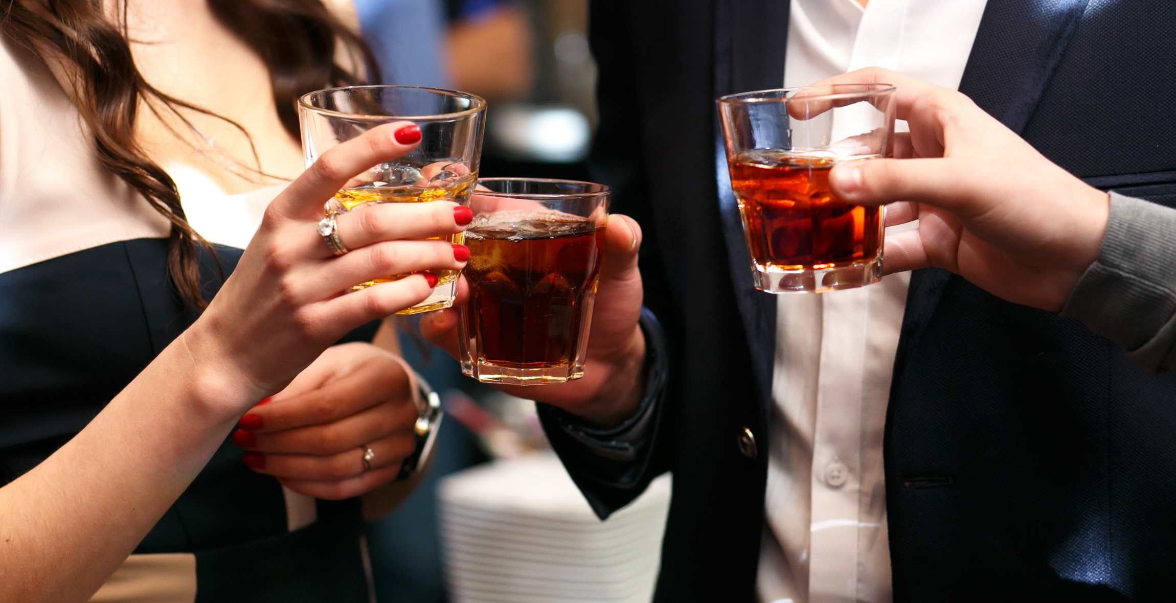 Камни или бокалы? Что оценят в подарок любители виски.