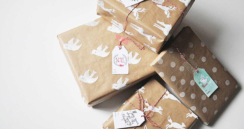 Упаковка подарка штемпельной бумагой 2