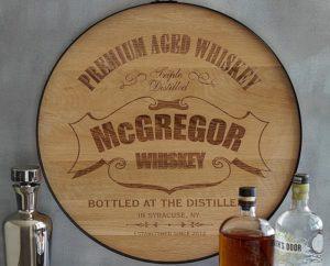 деревянный знак бочонка виски
