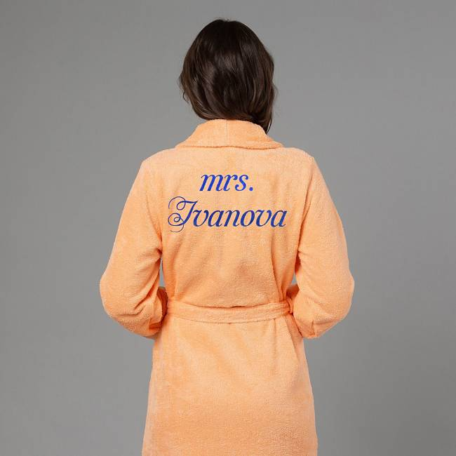 подарок женщине халат с вышивкой Миссис персиковый