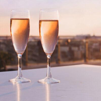27 цитат о шампанском для Вашего праздника.