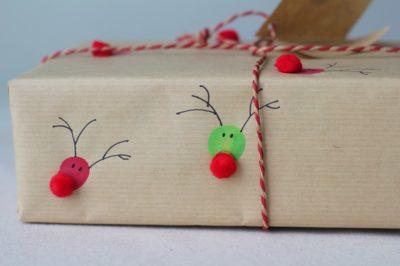 Как украсить упаковку подарка. Рождественские олени.