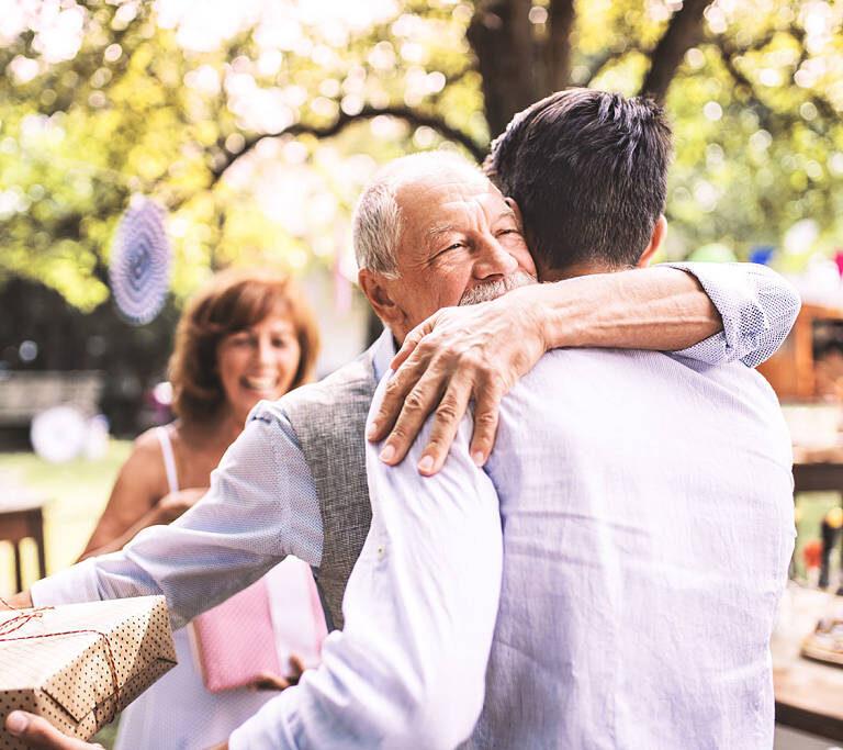 Как же правильно поздравить с выходом на пенсию?