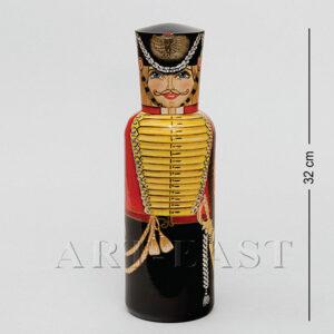 Футляр для бутылки в виде фигурки гусара